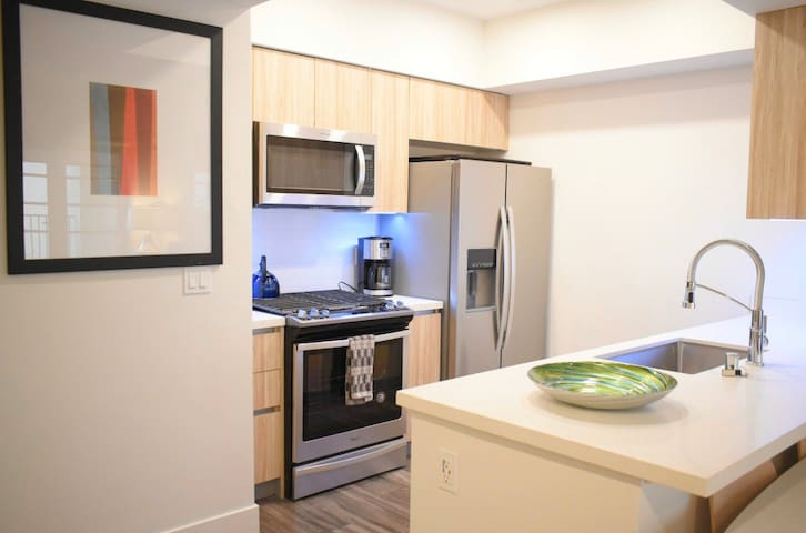Luxury private room at Santa Monica free parking