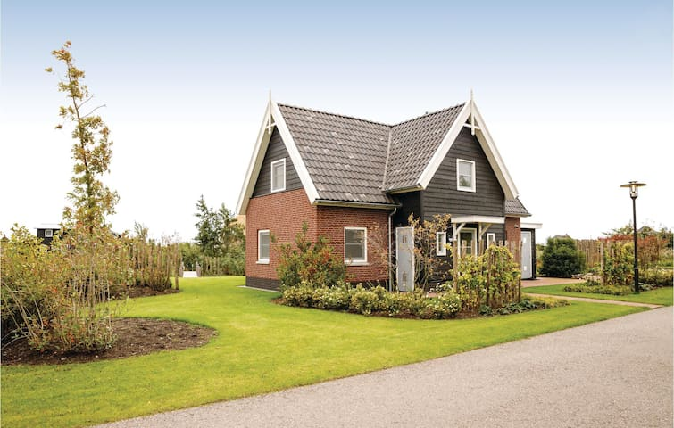 Holiday cottage with 4 bedrooms on 160m² in Giethoorn