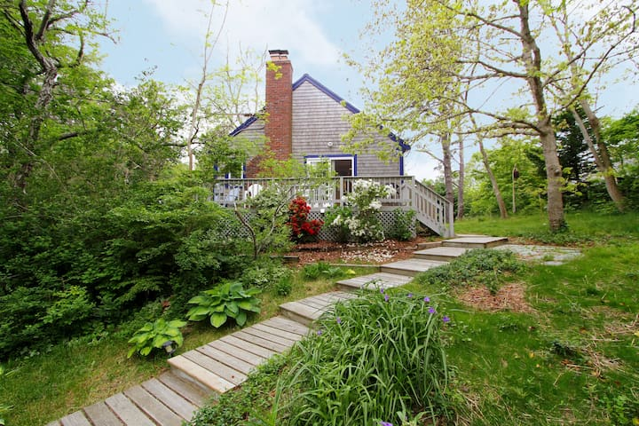 2BR Garden Cottage, Near Beach