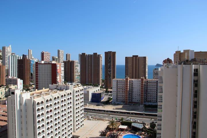 Luminoso apartamento con vistas al mar