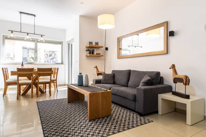 The Chesnut | Cozy Central 2BR Parking Pool