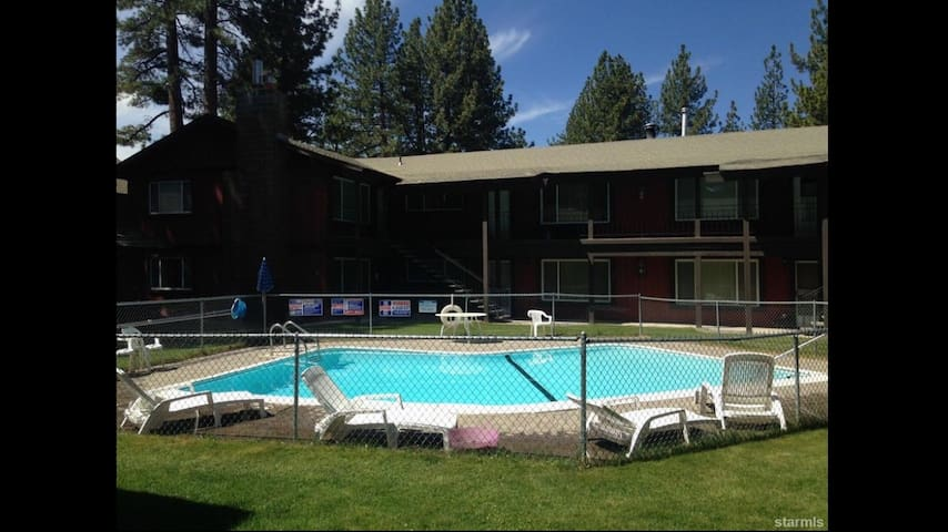 South Lake Tahoe 2BR Apartment - South Lake Tahoe - Appartement