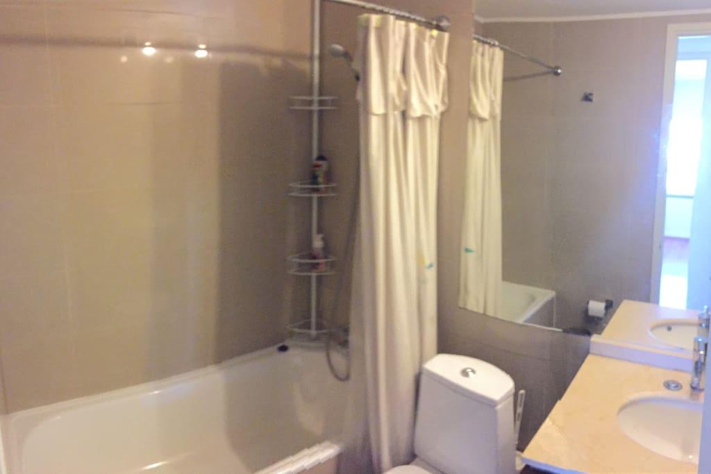 baño con ducha incluida