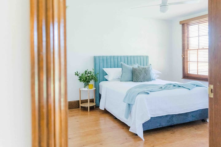 Our spacious down stairs bedroom is located opposite the bathroom . A queen bed  built in wardrobe. Plus large windows that show the back yard and verandah.