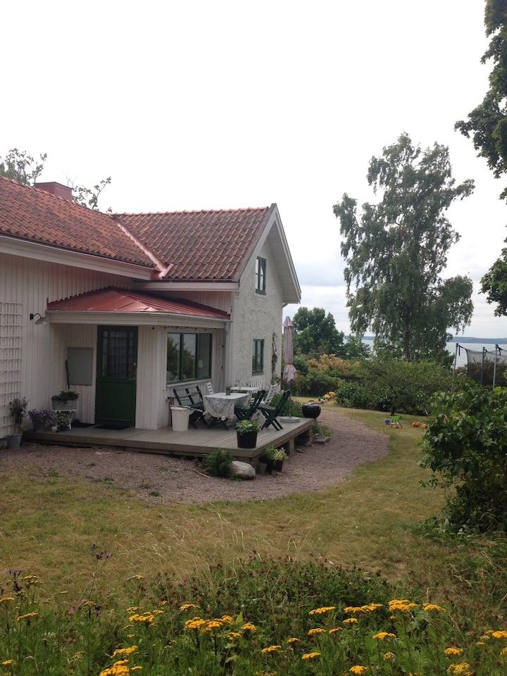 Hus med havsutsikt 10 min från Kolmårdens Djurpark