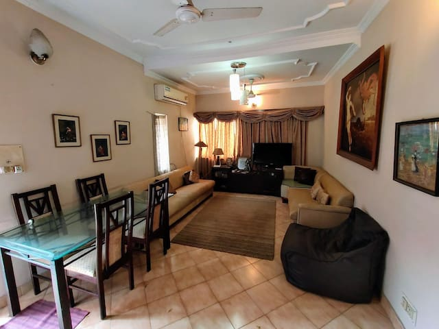 Spacious full apartment in South Delhi 6 people