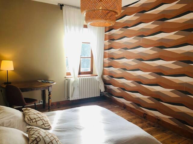 Jolie chambre dans maison de famille à la campagne
