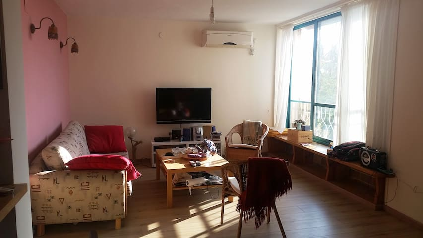 Colorful cozy apartment in the center of the town - Zikhron Ya'akov - Leilighet