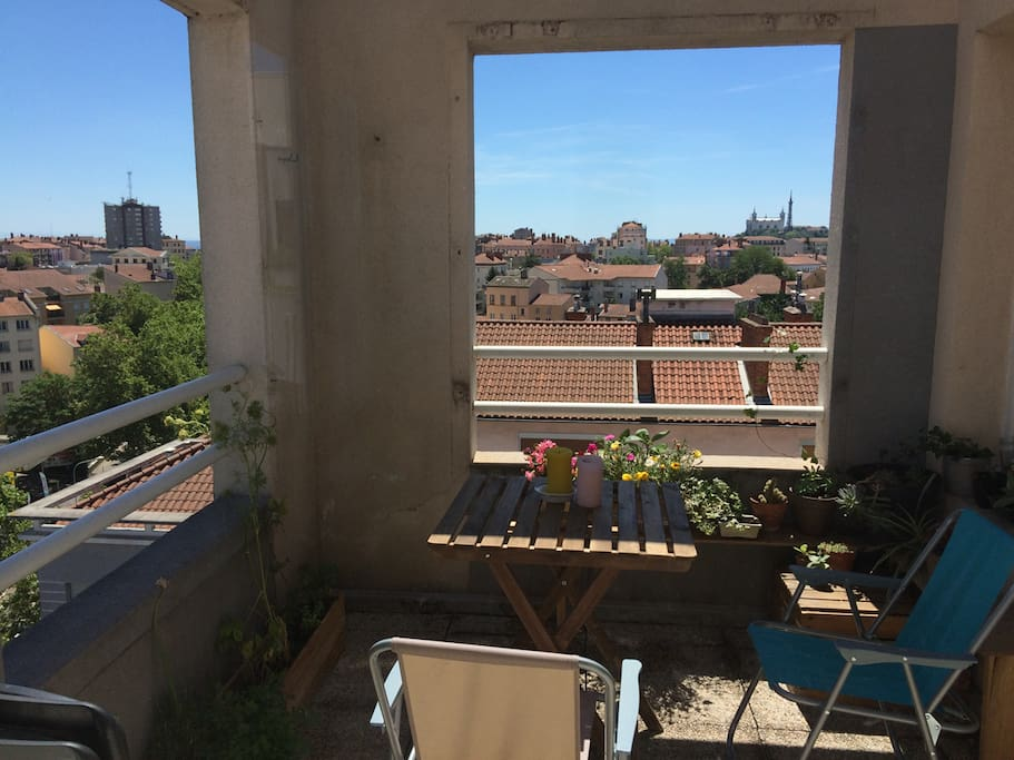 appartement avec terrasse et vue sur fourvi re apartments for rent in lyon auvergne rh ne. Black Bedroom Furniture Sets. Home Design Ideas