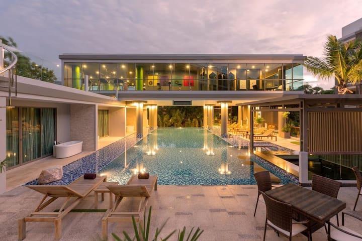 Deluxe Jacuzzi Studio Laguna Bangtao Beach, Pool
