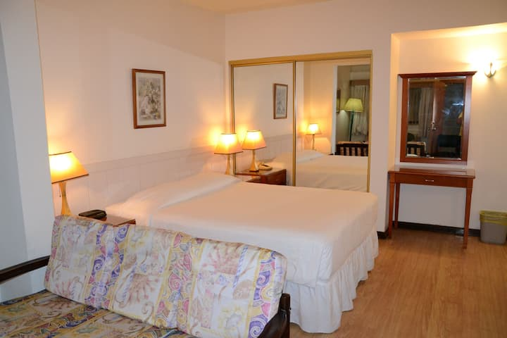 West Plaza Downtown- Deluxe Room with Kitchen