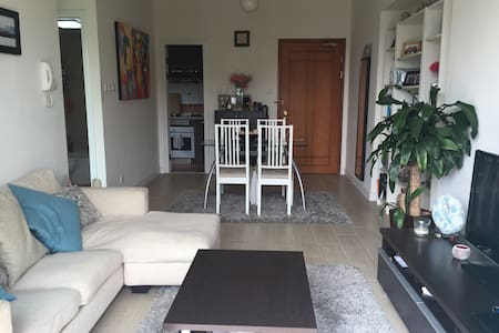 Homely apartment in a lovely, serene area of Hong Kong. Close to the airport and Disneyland, with fantastic public transport links to the MTR, Kowloon and Hong Kong Island. A comfortable place for anyone to stay when visiting this awesome country.