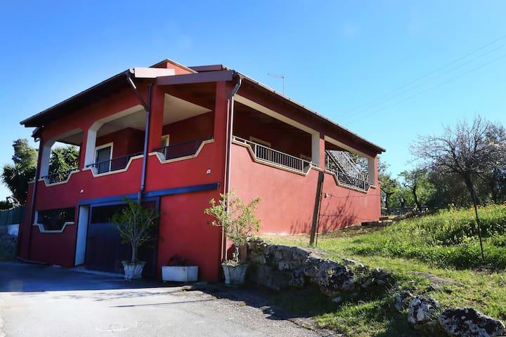 VILLA MANDARINO, IMMERSA NEL VERDE - Solarino - Villa