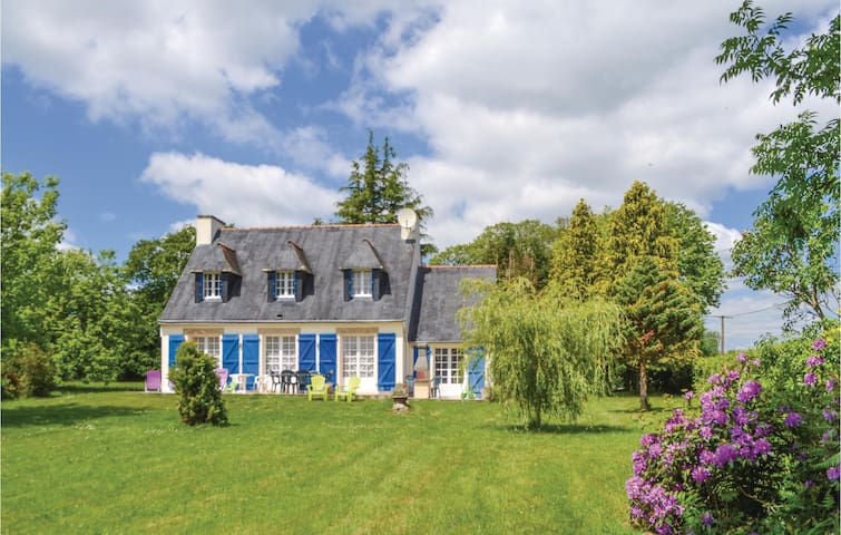 Holiday cottage with 4 bedrooms on 110 m² in Concarneau
