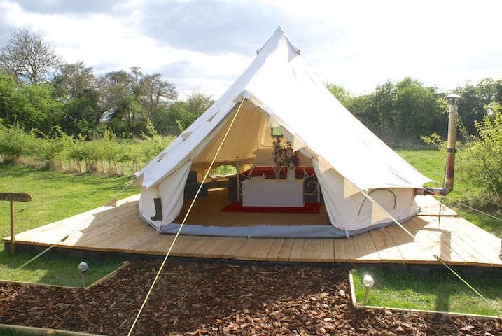 Luxury Glamping - Queen of Hearts Bell tent