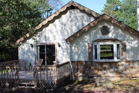 The Cottage located close to JF/BB sleeps 6