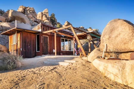 Cozy Cabin Nestled In The Boulders of Gamma Gulch