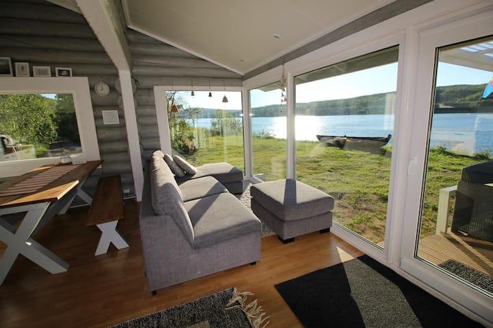 Beautiful riverside cottage with sauna & hot tub