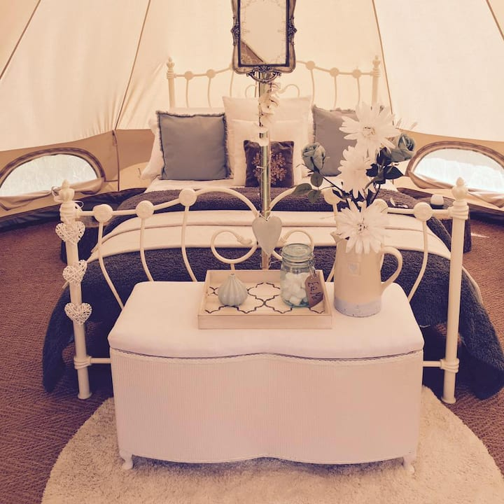 *Glamping* Furnished Bell Tent