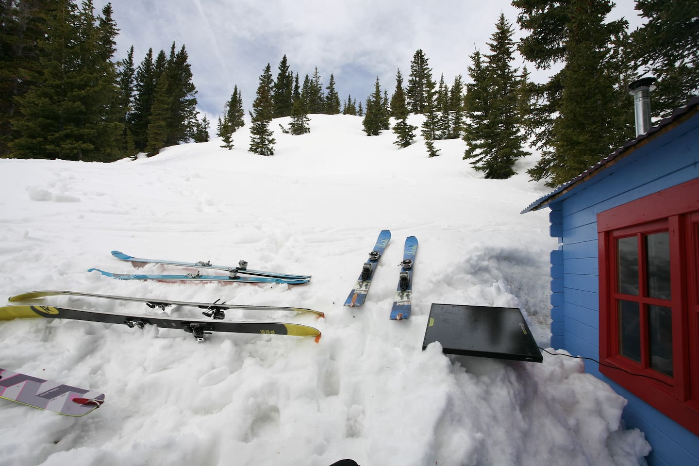 Plenty of room for 4 skiers to cozy up