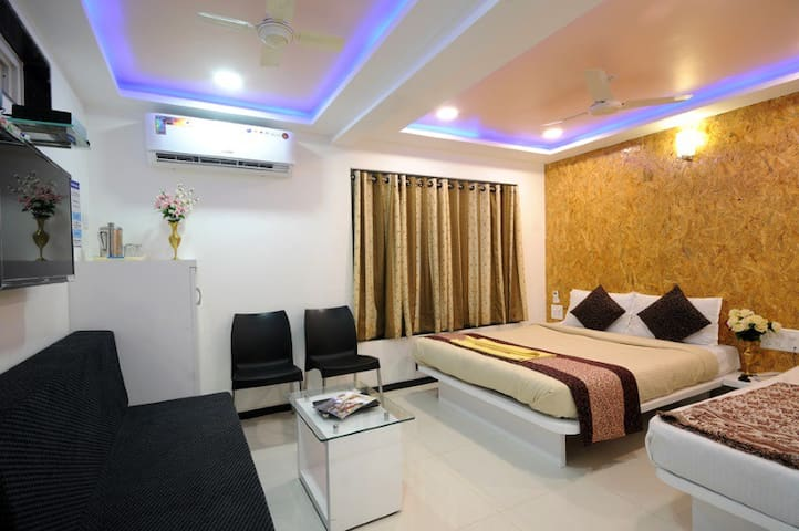Super Deluxe Room With Ac VyankateshBoutique Hotel
