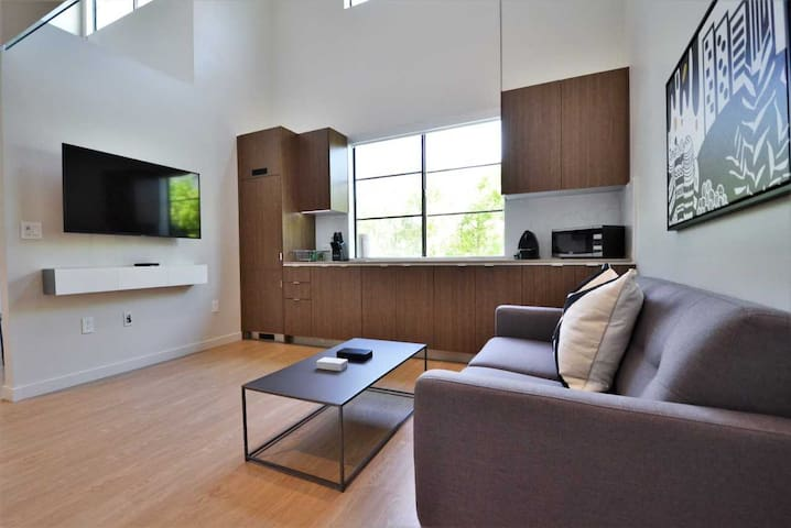 BRAND NEW 1-bedroom Loft with Parking- UCLA - Brentwood by MySuite