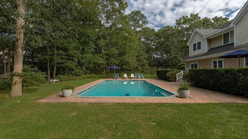 Eastern Way: 3,300' Classic East Hampton Home w/ Abundant Outdoor Entertainment & Heated Gunite Pool