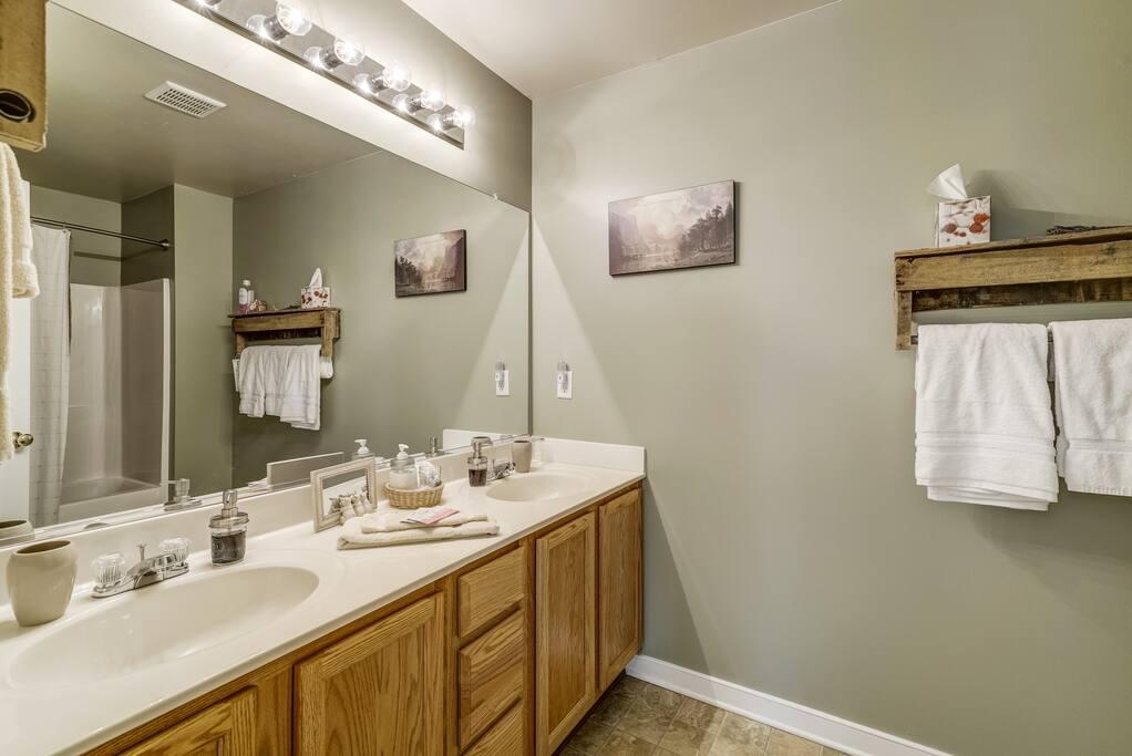 Ellisfield Bathroom - Rustic Warmth