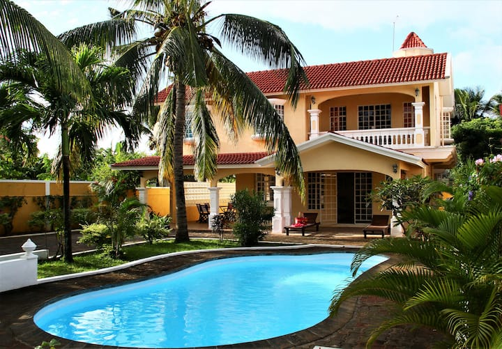 Villa TROPICANA (close to the beach)****