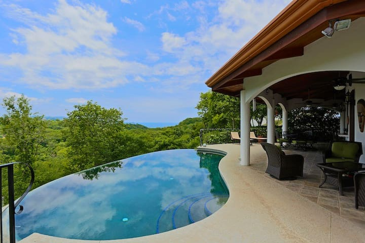 """House in the Sky"" Ocean Views/Private Pool - Playa Hermosa - Haus"