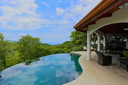 """House in the Sky"" Ocean Views/Private Pool - Playa Hermosa - Hus"