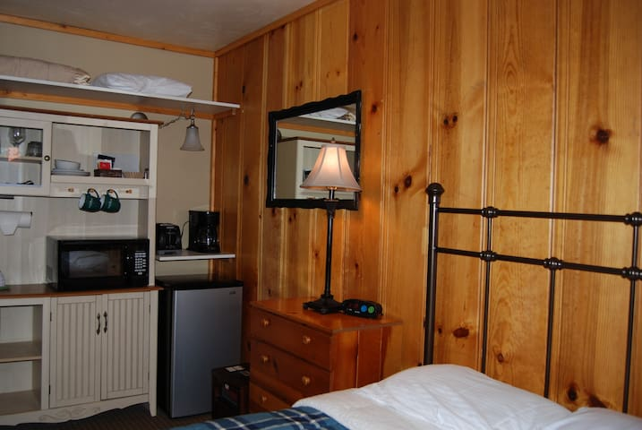 EDELWEISS LODGE SMALL  STUDIO- SLEEPS 2