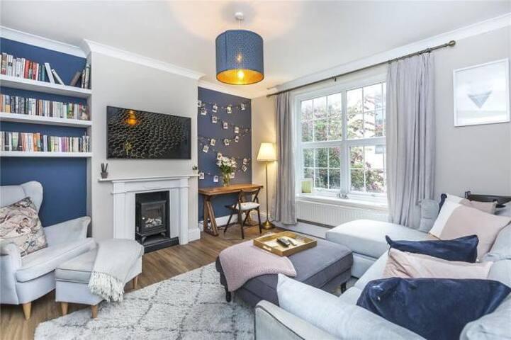 Best location in Greenwich, lovely 3 bedroom flat