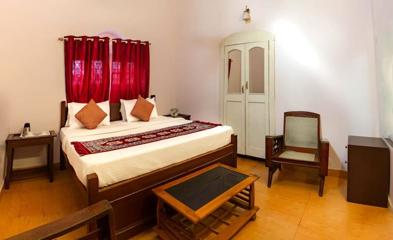 Super Deluxe Room Near Nakki Lake -(Non AC)