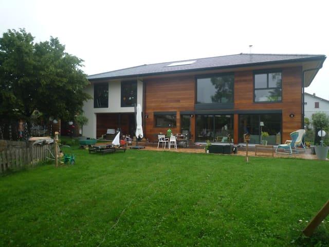 Studio neuf+parking à 10' airport et palexpo - Prévessin-Moëns - Huoneisto