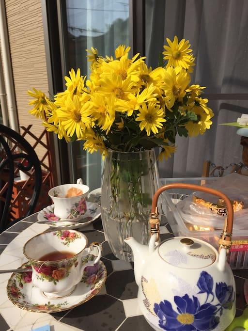 天气好的时候可以坐在院子里一边赏花一边咖啡,会觉得日子真美好