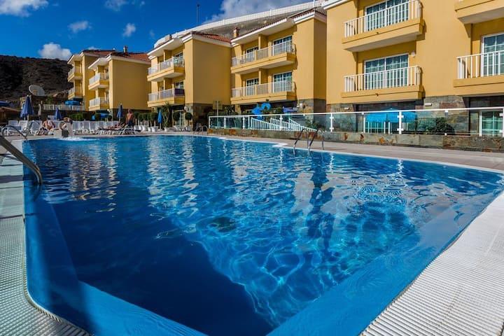 Apartment with balcony, pool view, near Patalavaca
