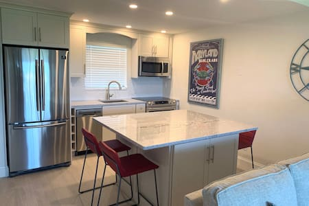 Newest Renovated 1-Bedroom in Waterfront Resort
