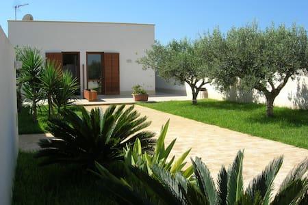 Apartment in villa with garden - Granitola Torretta - House