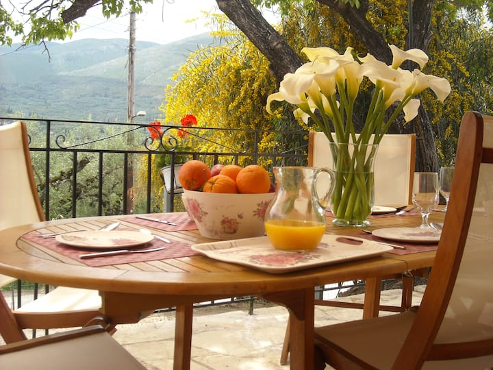 Ioannis cottage