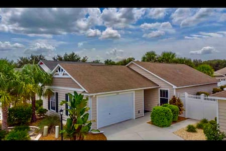 Perfect location! 2/2 Villa in Creekside Landing