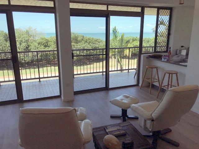 Captain & Min's 'Waimarama' Beach Front Apartment
