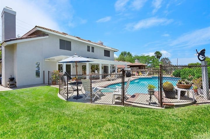 Transitional Housing!  Pool,Spa, Views, Wineries!
