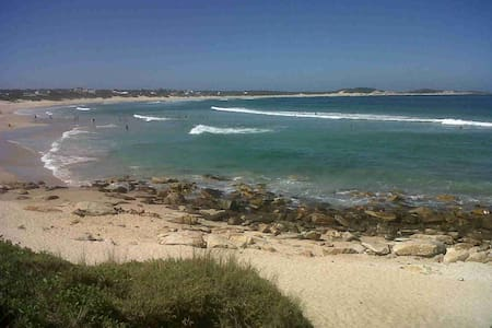 Stonesthrow Self Catering Beach Getaway - Cape Saint Francis
