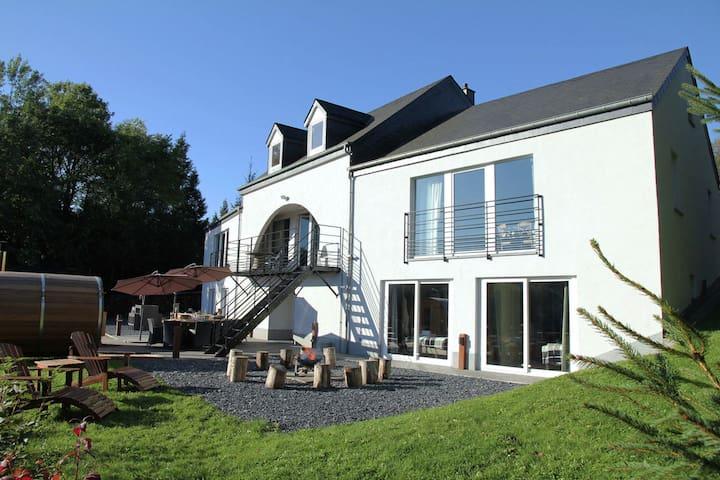 Komfortable Villa in Houffalize mit Sauna