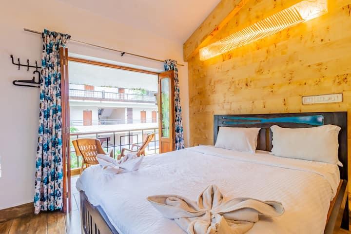 Snug 3 Bedroom Suite with Breakfast