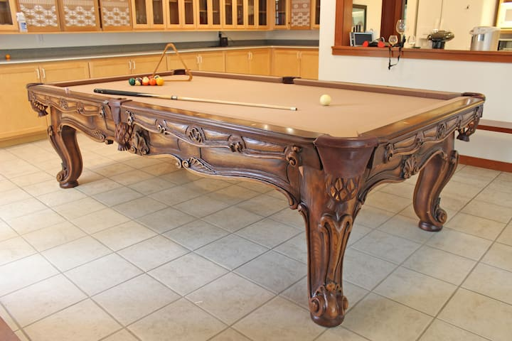 Play billiards on the Olhausen Cavalier 9'-foot table with fast felt or use a cover to play ping-pong