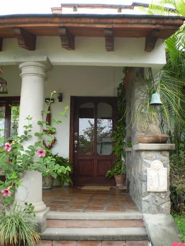 Habitación acogedora y familiar. - Cuernavaca - Bed & Breakfast