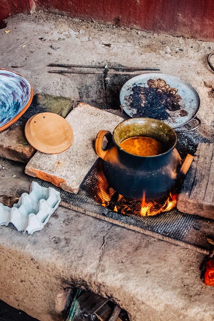 cocinando  en el fogón