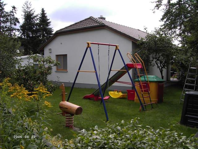 """Ferienhaus """"Bernstein"""" mit Garten und Kamin"""